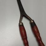 Antique Skinny Curling Iron.  Cool piece.  Pre-owned & in excellent condition.  $16.00 obo