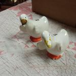 Vintage Ceramic Duck Salt & Pepper Shakers.  Adorable.  Pre-owned & in excellent condition, issues with paint on bill of duck.  $15.00 obo